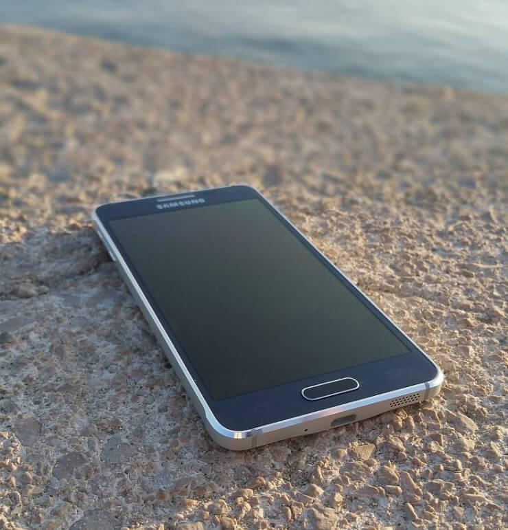 Samsung Galaxy Alpha recenzija 4