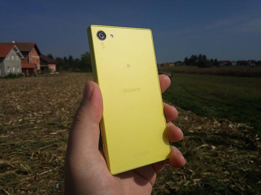 Sony Xperia Z5 Compact 1