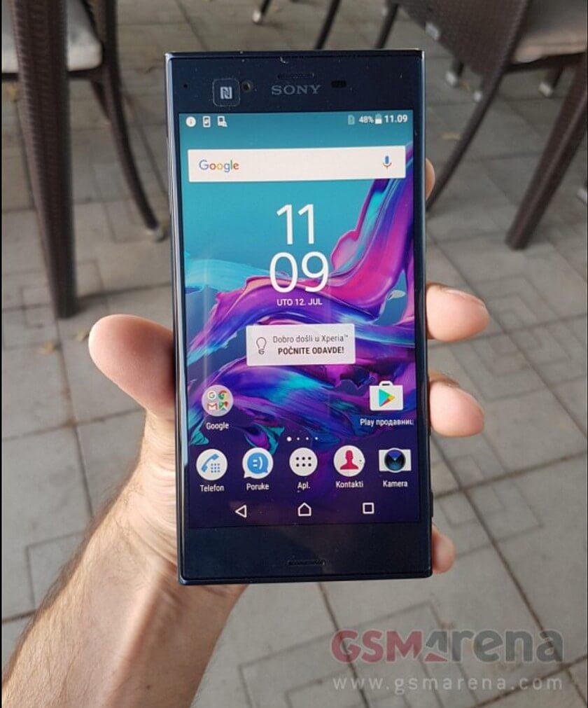 Sony Xperia F8831 1