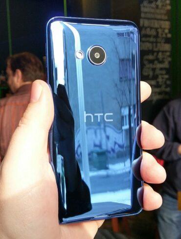 HTC U Ultra i HTC U Play 11