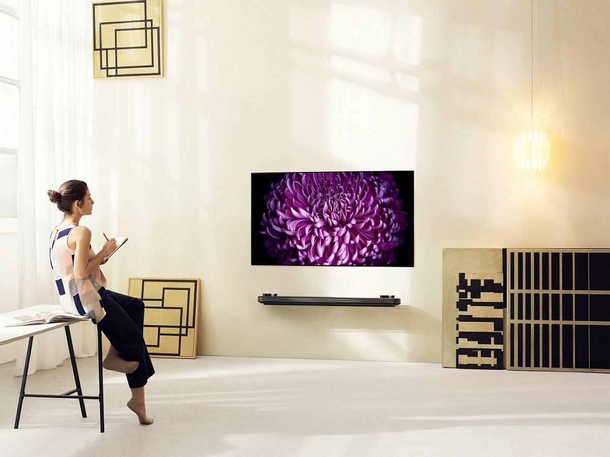 LG SIGNATURE OLED TV W Lifestyle1