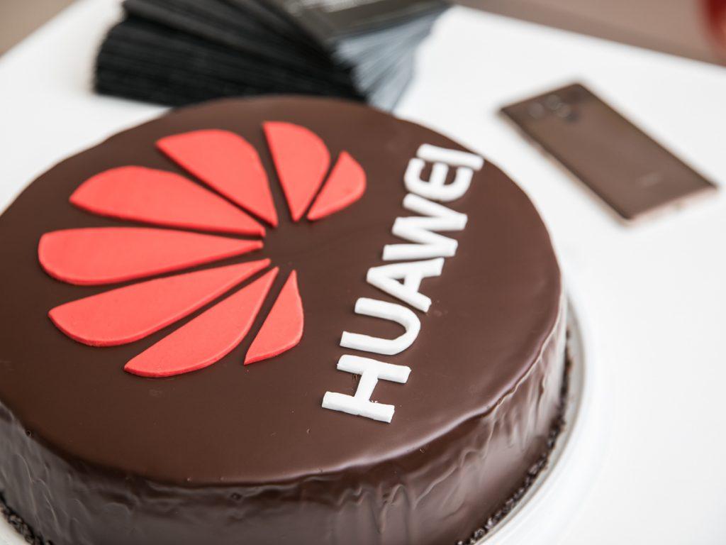 Huawei torta povodom otvorenja