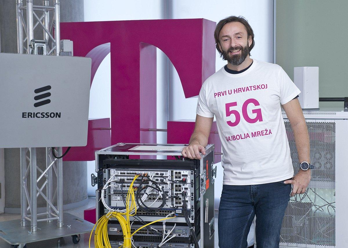 Član Uprave HT a Boris Drilo kraj 5G mrežnih uređaja
