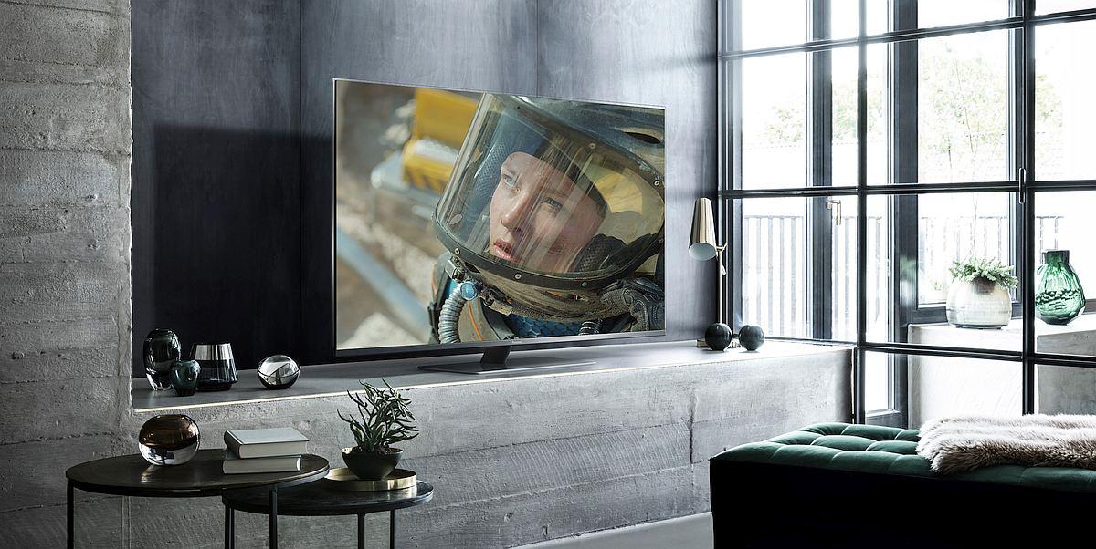 LED TV FX780 lifestyle