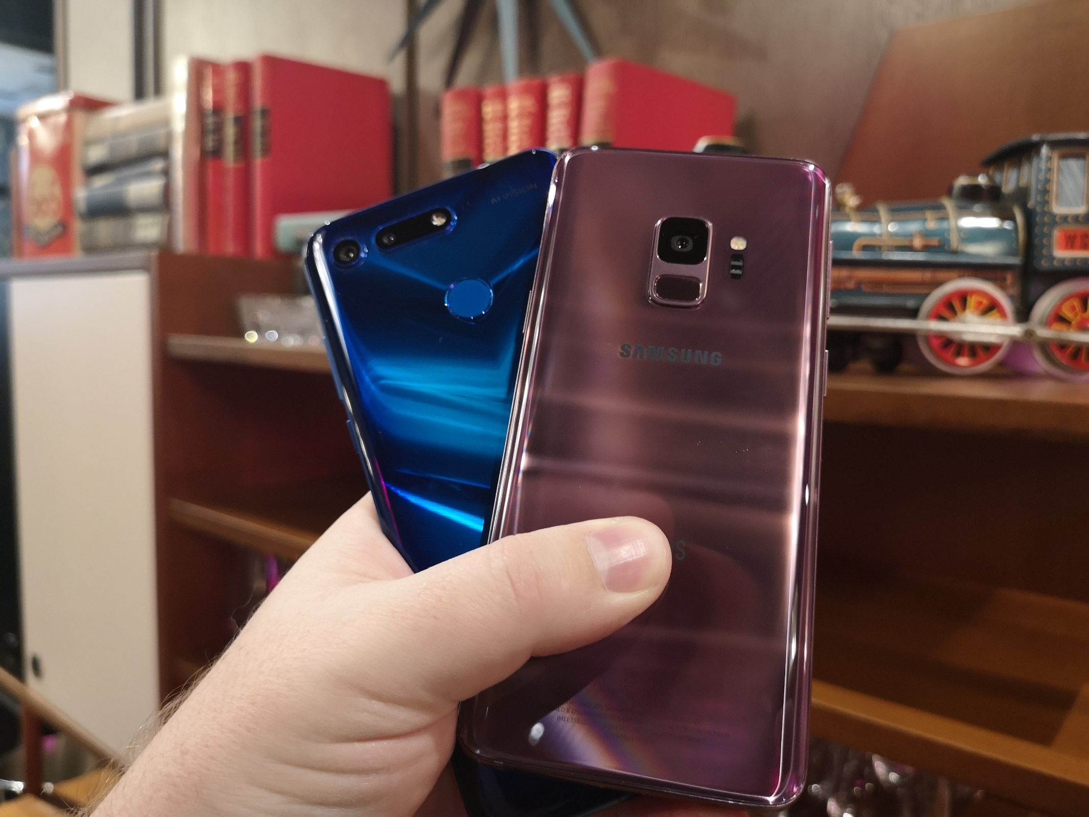 Honor View20 vs Samsung S9 13