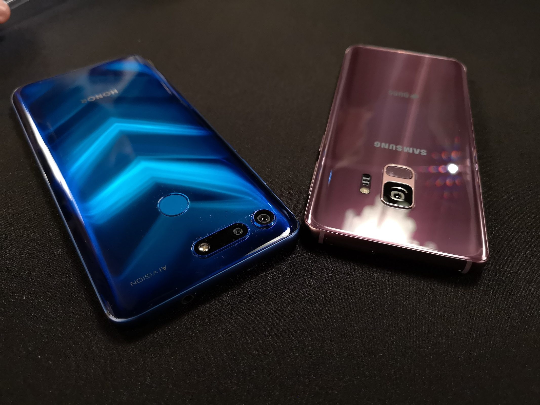 Honor View20 vs Samsung S9 2