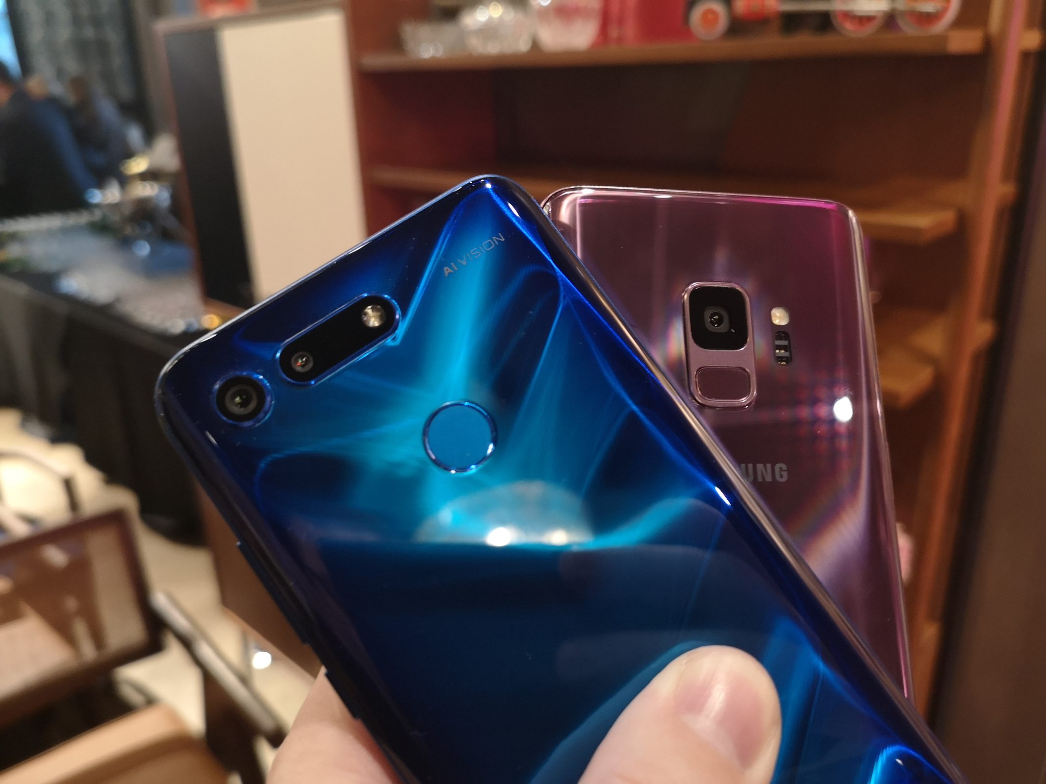 Honor View20 vs Samsung S9 6