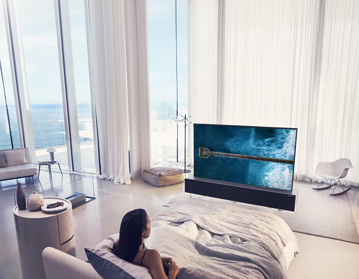 LG OLED TV R Full 02