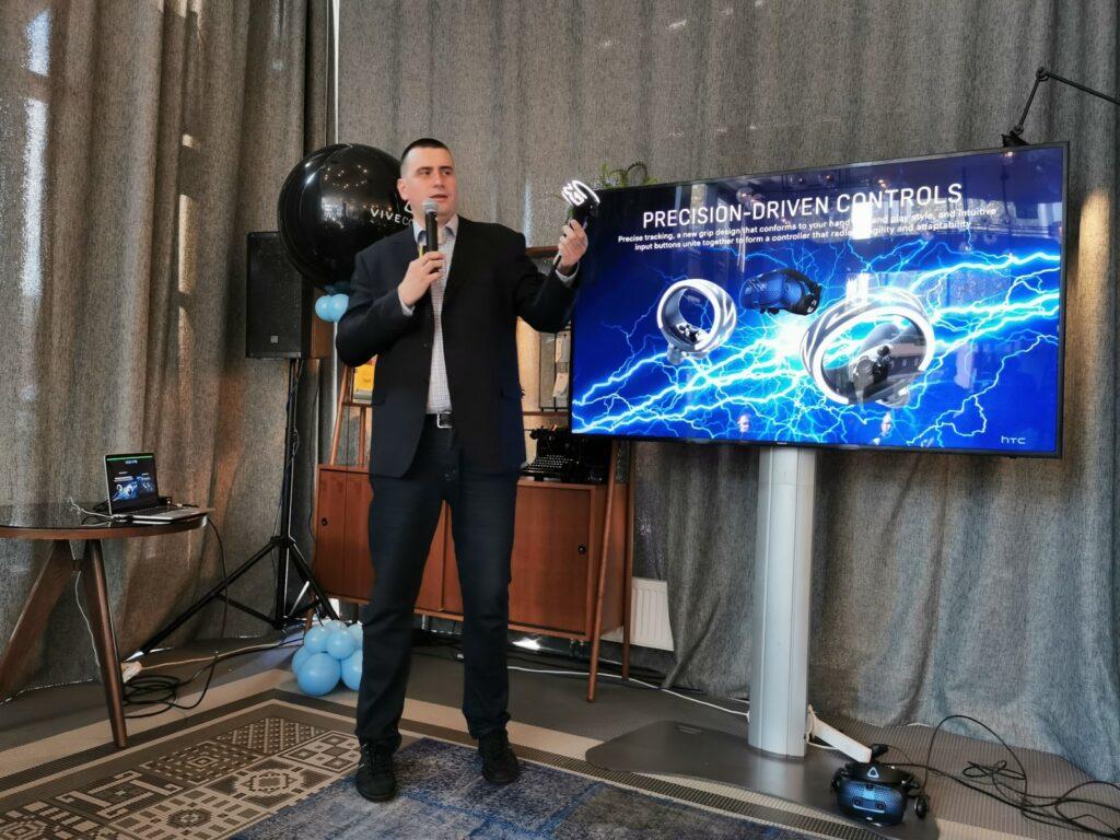 HTC Vive Cosmos 3