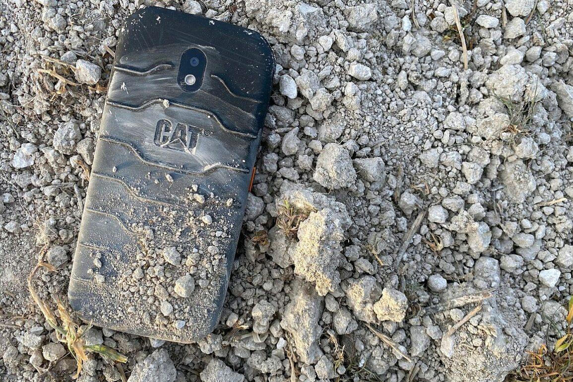 Cat phone S42 Image 5