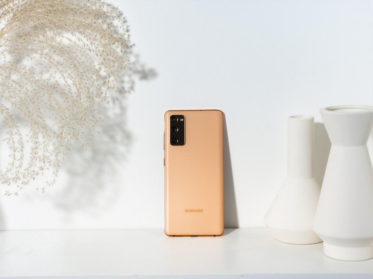 13. Galaxy S20 FE Cloud Orange