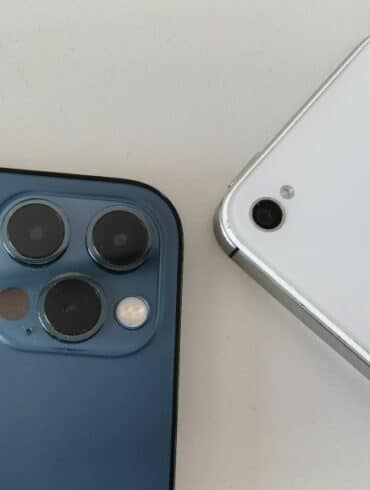 Apple iPhone 12 Pro vs iPhone 4S 2