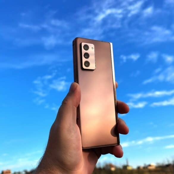Samsung Galaxy Fold2 1