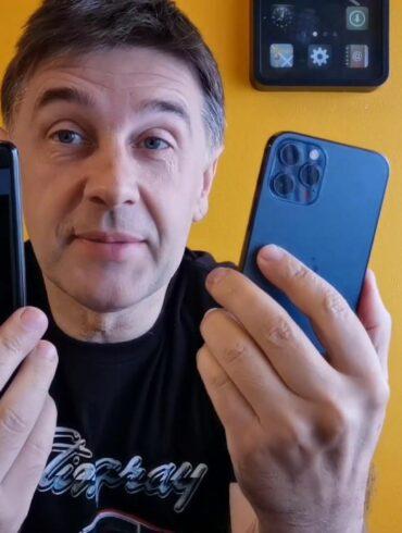 Samsung Galaxy S20 Apple iPhone 12 Pro