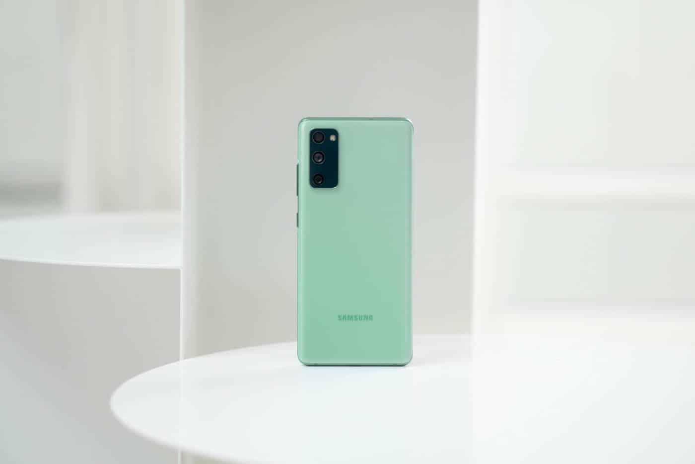 Samsung Galaxy S21 FE - NASLOVNA